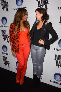 http://img105.imagevenue.com/loc205/th_310433481_ChristinaMilian_JustDance4Launch_21_122_205lo.jpg