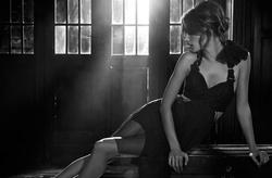 Alessandra Ambrosio pour Vogue Brazil Juillet 2010 - Mitolover