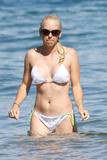 http://img105.imagevenue.com/loc337/th_88692_anna_faris_bikini_candids-5_122_337lo.jpg