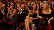 [IMG]http://img105.imagevenue.com/loc389/th_80312_Sanremo130216_04_pubblico_122_389lo.jpg[/IMG]