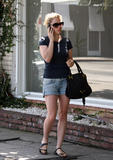 Анна Пакуин, фото 10. Anna Paquin at a salon on Melrose Ave in Beverly Hills 08-06-2010, photo 10