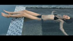Willa Holland Barefoot in the Pool (Celeb Feet - clip x1 + caps)