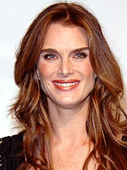 th 81176 brooke shields 122 67lo Brooke Shields gives a shoulder to cry on for Britney Spears