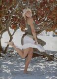 http://img105.imagevenue.com/loc81/th_290_maria_sharapova_sexy_skirt.jpg