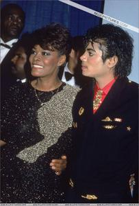 1986- The 28th Grammy Awards Th_799171176_010_31_122_9lo