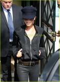 Celebrities with the same accessories//clothes as Victoria - Page 2 Th_47993_289_122_946lo